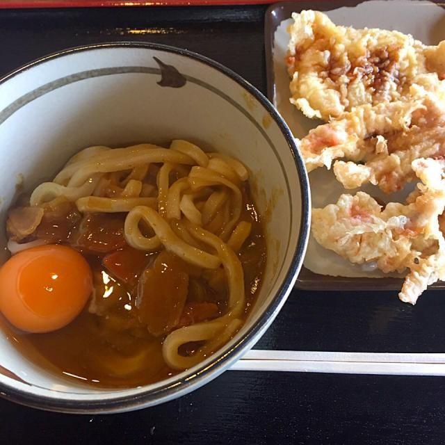#komatsushima #japon - 11件のもぐもぐ - カレーうどん 小、かしわ天、ゲソ天、生卵 by maixx ใหม่