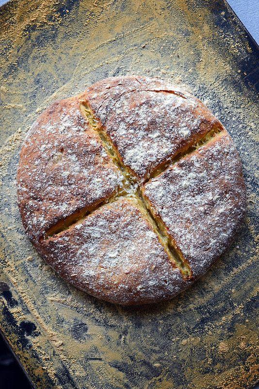 Boxty Bread (sorte de galette irlandaise à base de purée de pommes de terre, de pommes de terre râpées, de farine et de lard fondu)