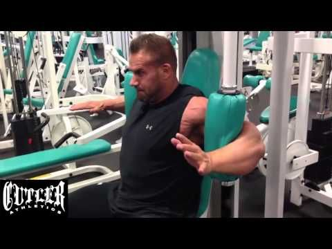 Cutler Nutrition: Jay Cutler training his chest and triceps