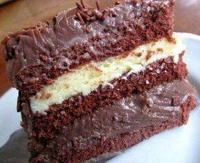 Bolo de chocolate, fácil, cremoso, com creme branco ou sem. O creme branco e o mesmo do bolo prestígio, ou seja, leite condensado, leite, coco ralado ou leite em pó, engrossar na panela e colocar no bolo. Extremamente saboroso!