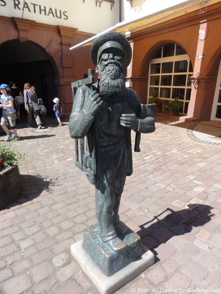 ... scultura in bronzo : falegname ... Erbach (D) -  06/07/2015   -  © Umberto Garbagnati -
