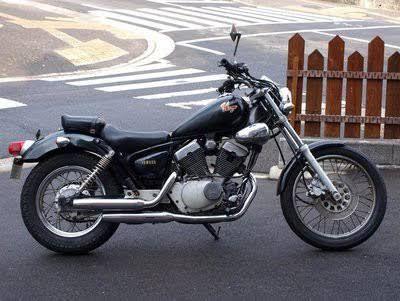 2010年頃に勤めていたバイク屋のゴミ捨て場から拾ってきたビラーゴを再生して乗ってました。 ビラーゴで言うと2代目  このバイクは結局売ったか、捨てたのか全く覚えてない