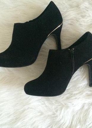 A vendre sur #vintedfrance ! http://www.vinted.fr/chaussures-femmes/bottes-and-bottines/19539686-bottines-a-talons-aiguilles