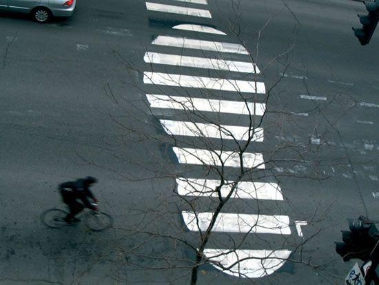 Oak Oak est un artiste originaire de Saint-Etienne. Ses détournements des panneaux de signalisation sont déjà célèbres. En voici une petite sélection...