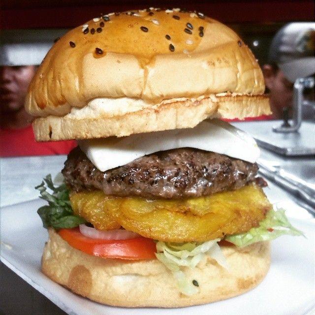 "110 Me gusta, 10 comentarios - Burguer Maker (@burguermaker) en Instagram: ""#maracucha #unica #soloaqui #nuestra #maracaibofood #burguermaker #72con3G"""