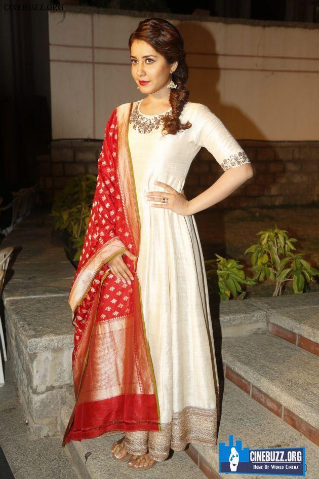 Unseen Sizzling Pics Of Actress Rashi Khanna