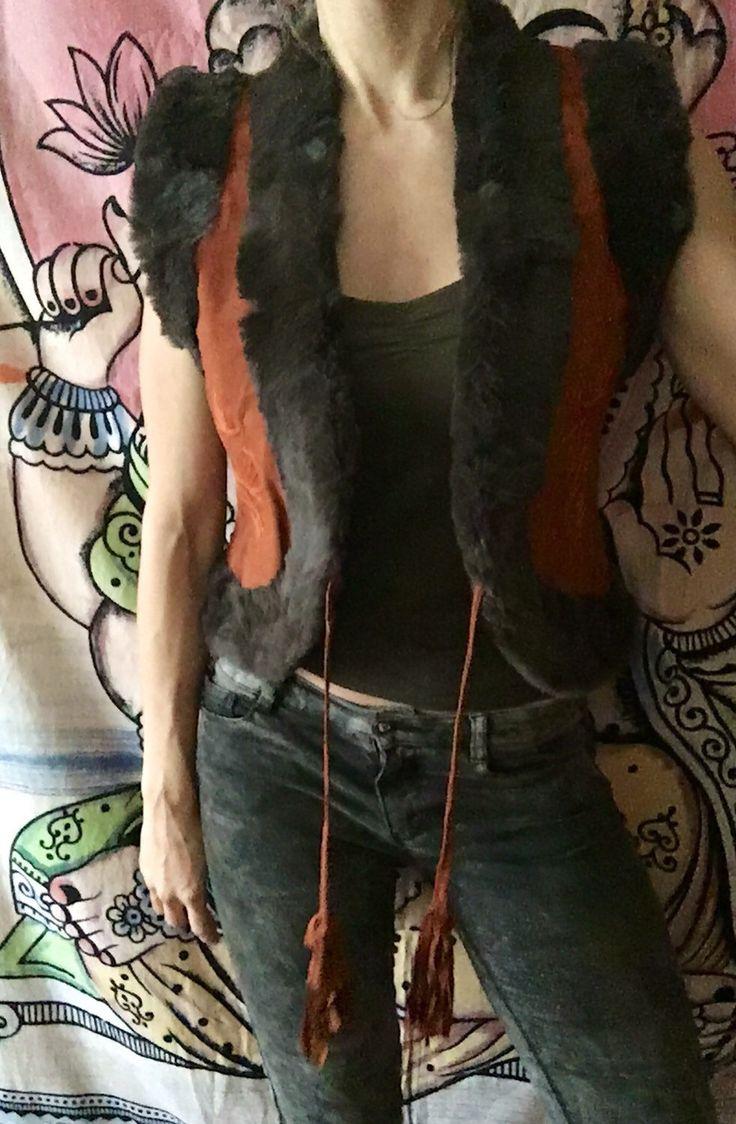Un favorito personal de mi tienda Etsy https://www.etsy.com/es/listing/212481511/chaleco-hippie-con-bordados-a-mano-piel