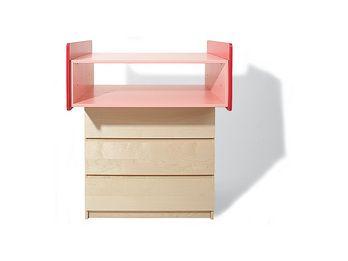 """Junge Eltern haben es nicht leicht. Das fängt schon bei der Wahl der Möbel für das erste Kinderzimmer an: Meist ist man hin- und hergerissen zwischen den beschränkten finanziellen Mitteln und dem Wunsch """"für unsere Kleinen nur das Beste"""" zu haben. Beispiel Wickelkommoden. Man bekommt sie zwar schon ab etwa 50 Euro, doch lässt da die Verarbeitungsqualität oft zu wünschen übrig. Teurere Modelle halten zwar länger, doch wohin damit, wenn die Kleinen allein aufs Töpfchen gehen?"""