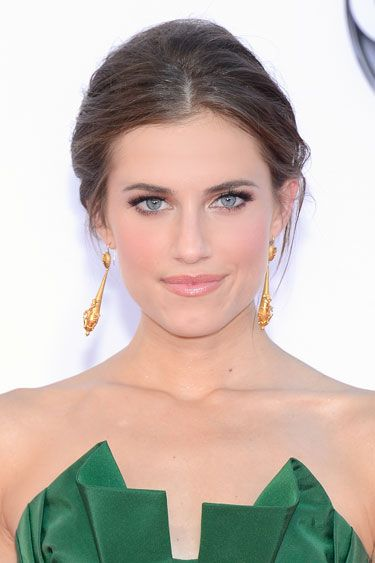 Allison Williams wears Victorian gold earrings from Fred Leighton and is named Emmys 2012 Best Beauty Looks – Celebrity Beauty for 2012 Emmy Awards - Harper's BAZAAR