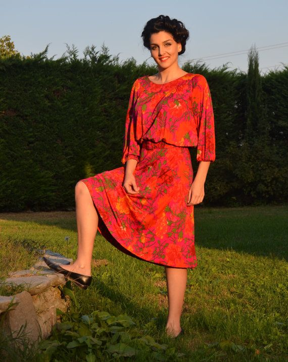 1970s vintage colorful belted dress by CatsAndHatsVintage on Etsy