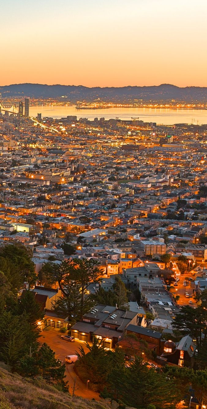 San Francisco sunrise. Find the most beautiful sights in San Francisco!