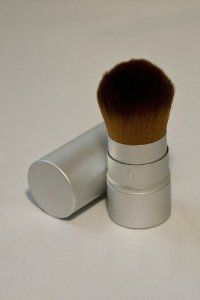 Spray Di Sole (Retractable Kabuki Brush) Specially Created for Our Bronzer and Gelee Application. by Spray di Sole. $19.95. Retractable Kabuki Brush. Portable. Portable retractable Kabuki Brush is the ideal tool to apply Spray di Sole Liquid bronzers and World famous Gelee. This brush has been designed to ensure you achieve the perfect tan every time.