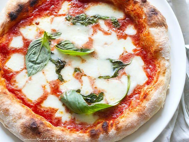 Pizza Fatta In Casa Buona Come In Pizzeria Ricetta Pizza Ricette Pizza Fatta In Casa Pizza