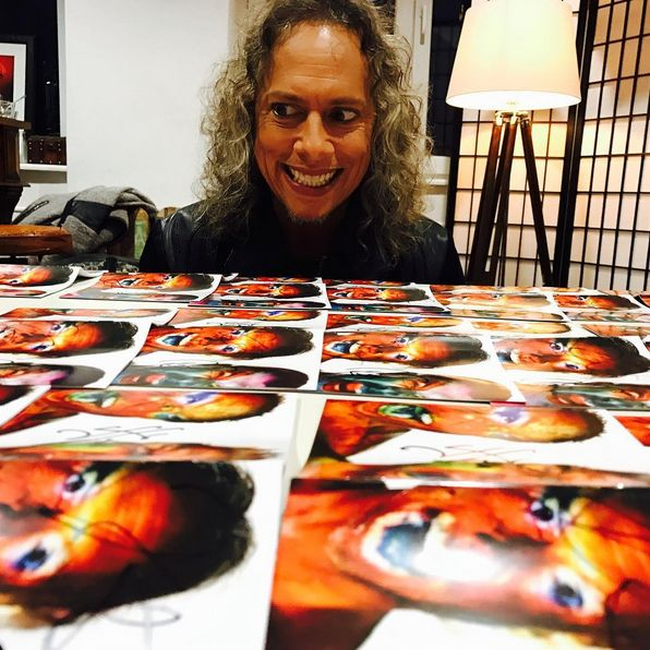Kirk Hammett with signed Hardiwired... to Self-Destruct arworks