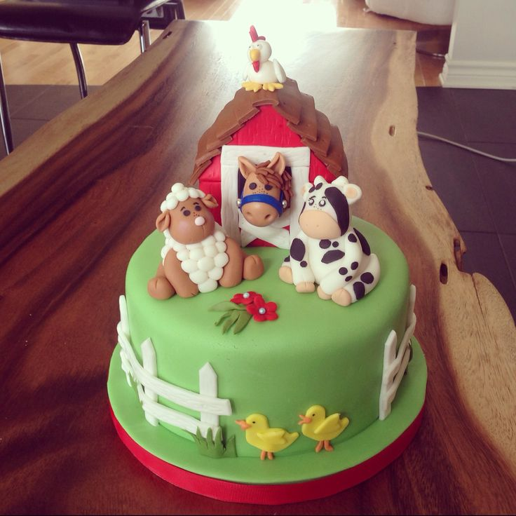 Farmer cake, sheep, cow, horse in fondant