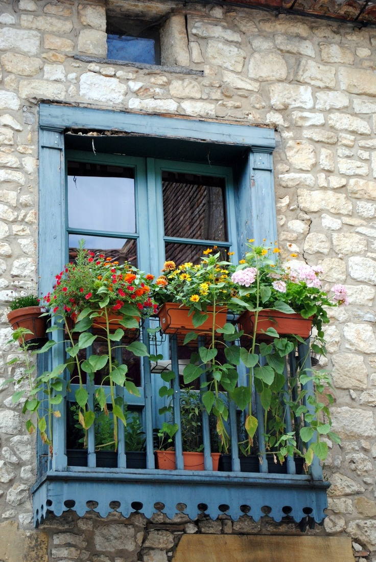 French balcony garden window boxes pinterest gardens for Balcony window