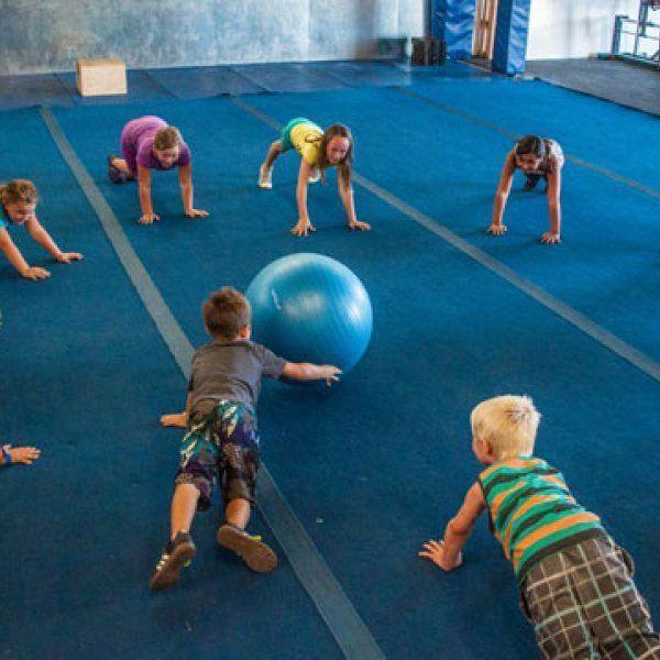CrossFit ist nicht nur für Erwachsene. Es gibt mehr als tausend landesweite Programme   – Bewegungsangebote für Kita. Kinder