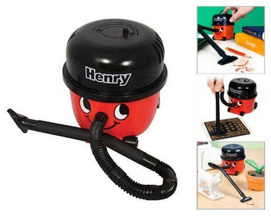 Henry Bureau Stofzuiger: Dat Henry stofzuigers de beste stofzuigers zijn weet iedereen. Maar er is nu ook een kleine… #gadget #cadeau