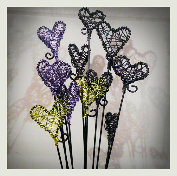 Krokpärla Luffarslöjd - Blompinne av färgad metalltråd
