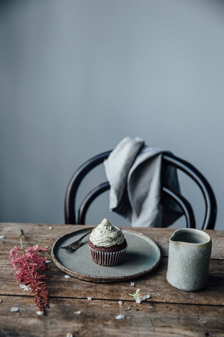 our food stories: Chocolate-Beetroot-Cupcakes with Cashew-Chia-Frosting from…