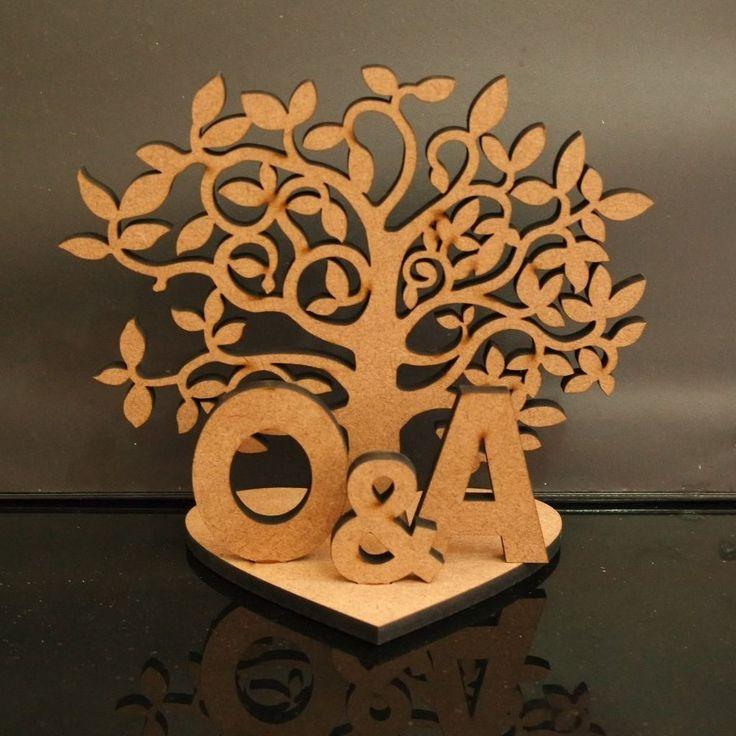 Árvore da Vida com as iniciais do casal   um