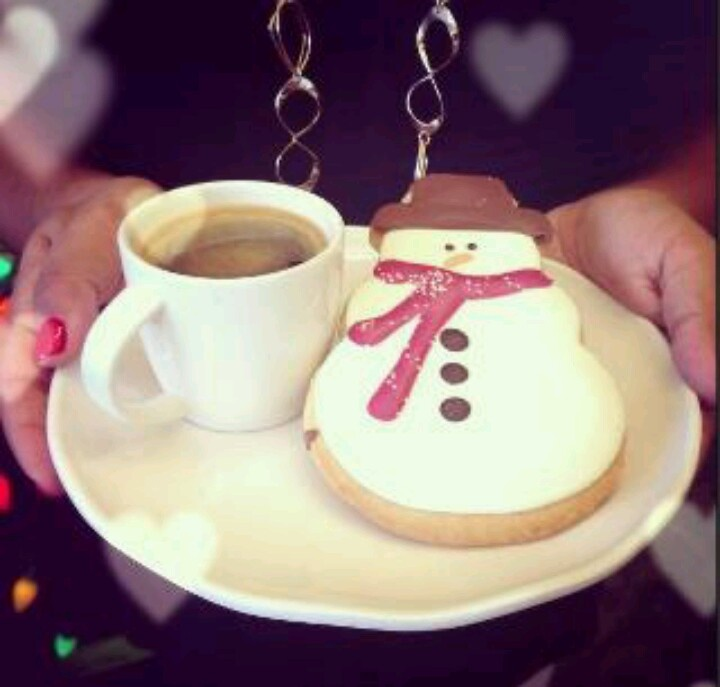 A snowman cookie and a hot cup of fresh coffee is the perfect treat to have while decorating your tree!  #Coffee #Holidays #Christmas #MrCoffeeHoliday