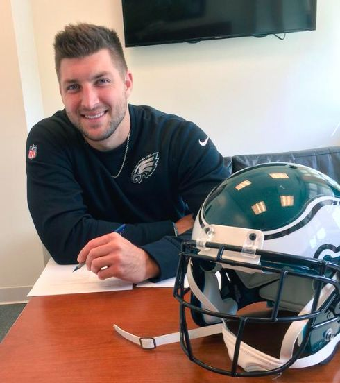 Tim Tebow Makes Philadelphia Eagles Roster? Source Predicts Matt Barkley Out - http://www.australianetworknews.com/timtebow-makes-philadelphia-eagles-roster-source-predicts-matt-barkley-out/
