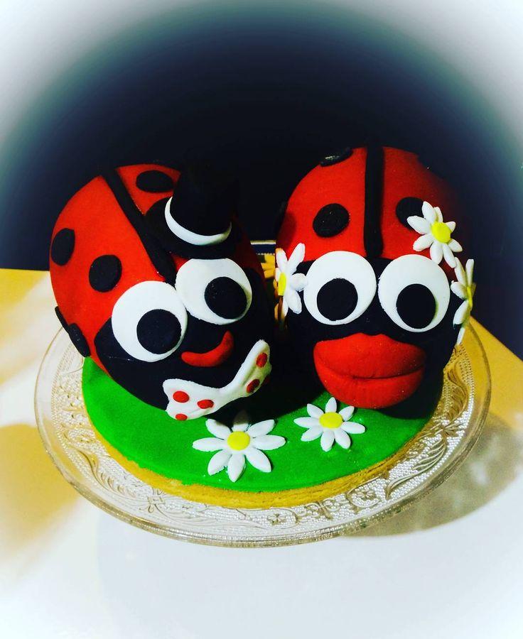 #kanelitsascookies #buttercookies #sugarpaste #chocolateegg #happycouple #ladybug #mrandmrs #greekeaster #eastergift