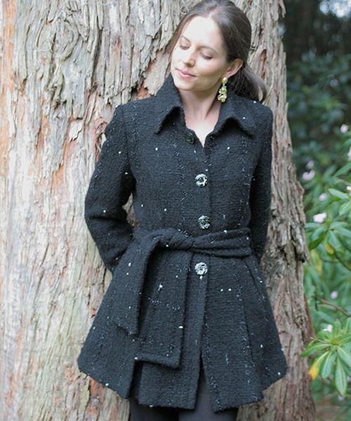 Elena Urrutia #abrigo #invierno #mujer #tono de negros #tonodegrises