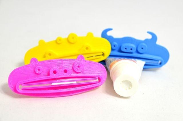 Wielozadaniowy, uniwersalny wyciskacz do past do zębów, kremów fluidów i wielu innych rzeczy. http://3dpoint.pl/?product=wyciskacz-do-pasty