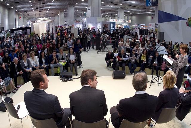 Il pubblico dello spazio Lingua Madre nel Padiglione 3 durante il Salone Internazionale del Libro 2013 #lingottofiere #salto13
