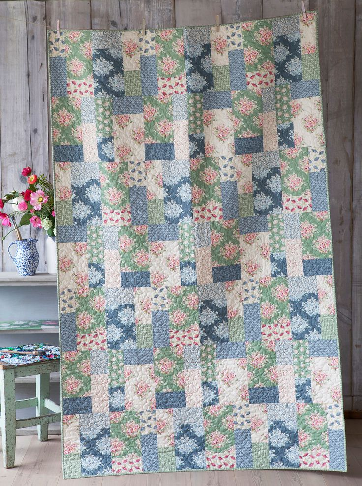 The Painting Flowers Quilt - free pattern @ Tilda's World