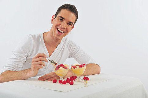 Dá se doma skutečně připravit lahodná zmrzlina? A je k tomu potřeba zmrzlinovač, nebo to jde zvládnout i bez něj? Jaký je mezi tím rozdíl? Pojďte si spolu se mnou trochu zchladit horkou hlavu! Dnes na vás totiž čekají úžasné recepty na domácí zmrzlinu.