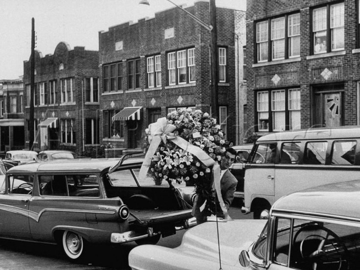 Albert Anastasia's Funeral, 1957. Unlike some mob bosses, Anastasia had a very simple funeral and burial. Only a few friends and family members were on hand when he was laid to rest at the Green-Wood Cemetery in South Brooklyn, New York, on October 28, 1957. His killers were never caught.