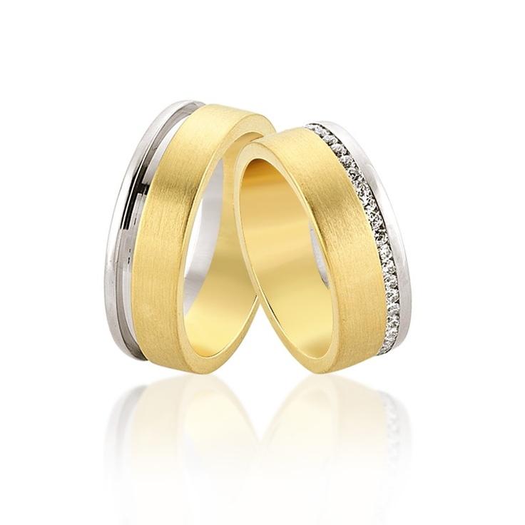 Verighetele Eros combina intr-un mod armonios aurul galben si cel alb. Un rand de diamante sau cristale de jur imprejur completeaza discret verigheta miresei.   http://goo.gl/nxVSG