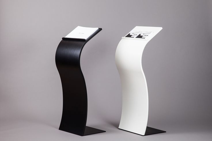 Impact curved lectern, rostrum and podium in tapered veneer. Buet talerstol og pult med pap front i formspændt finer.
