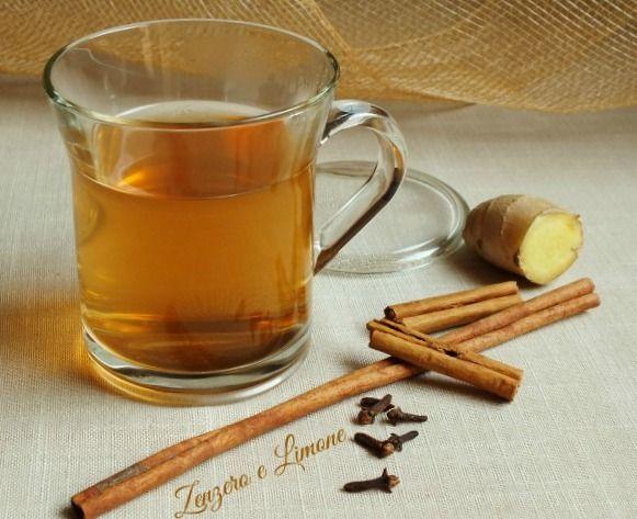 Questa tisana cannella, zenzero, chiodi di garofano e miele è un ottimo rimedio naturale contro mal di gola e raffreddore. Favorisce anche la digestione.
