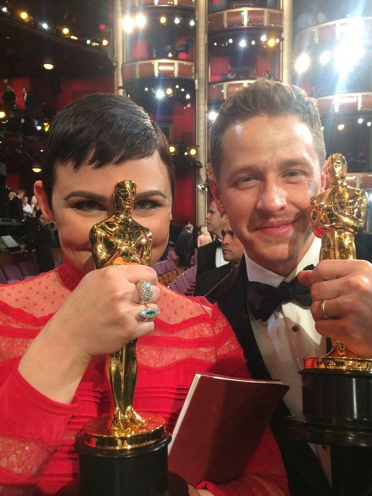 Judy Hopps and the Frantic Pig bathe in Oscar's Glow™ @Oscars2017_Live  #Oscars2017