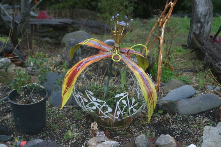 flower pot with metal painted flower