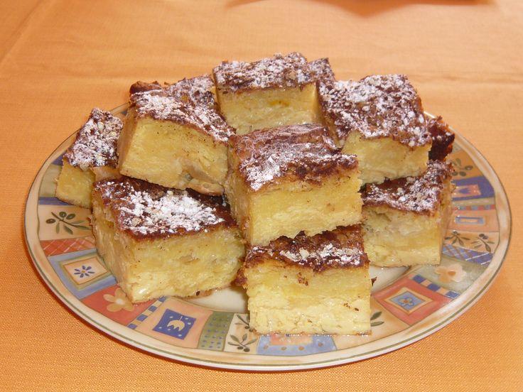 Bougatsa (gâteau à la pâte filo avec crème et cannelle) Bougatsa (dolce con pasta fillo, crema e cannella) Mπουγάτσα http://recetteshippocratiques.unblog.fr/2013/06/27/bougatsa/