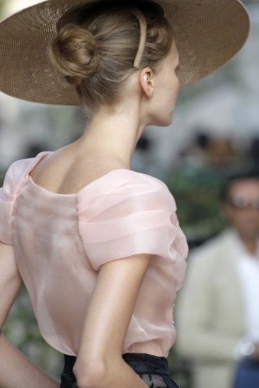 Invitadas a la boda // Wedding guests Flamante invitada de boda <3 DelPozo S/S 2013. #invitada #DelPozo #boda