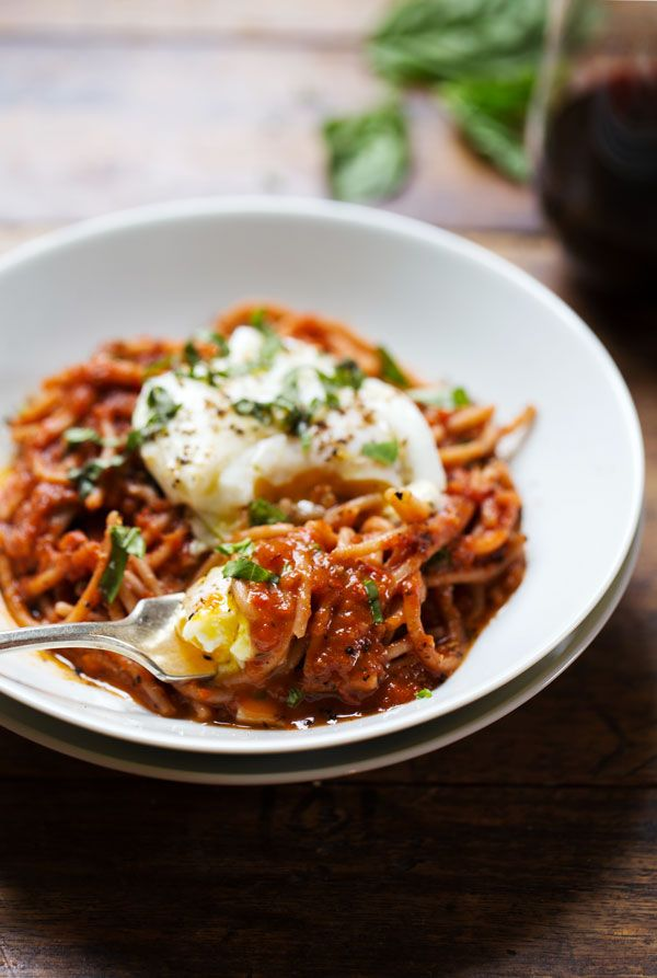 Spaghetti Marinara with Poached Eggs: super simple ingredients, made from scratch in 20 minutes, 400 calories.   pinchofyum.com