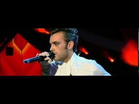 19 febbraio 2010, Festival di Sanremo, serata dei duetti. Marco decide di duettare con i violini e con l'orchestra all'osso, praticamente come cantare a cappella. Ne viene fuori l'esibizione più di classe dell'intero festival. Indimenticabile, una pietra miliare nella carriera di Marco.