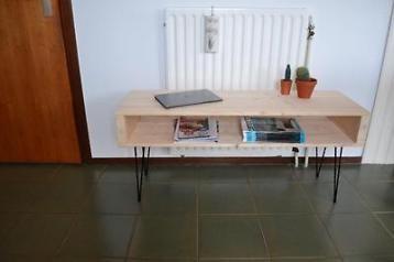 Te koop: rustieke vintage look salontafel/dressoir. Ook prima te gebruiken als tv meubel. Geinspireerd op het minimalistische scandinavische ontwerp uit de jaren 50. Waarin met zo weinig mogelijk