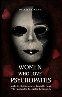 Women Who Love Psychopaths: Inside the Relationships of inevitable Harm With Psychopaths, Sociopaths & Narcissists [Perfect Paperback]