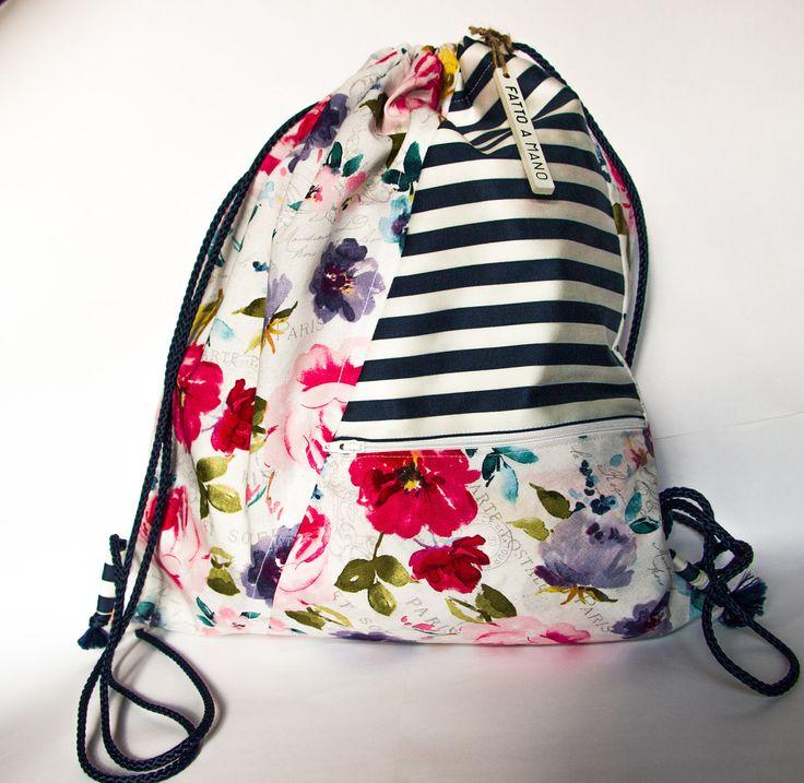 Zaino multiuso in stoffa, motivo floreale e a strisce bianche e blu. Interamente fatto a mano. Handmade backpack, flowery and stripy cotton. di MalincaCreations su Etsy