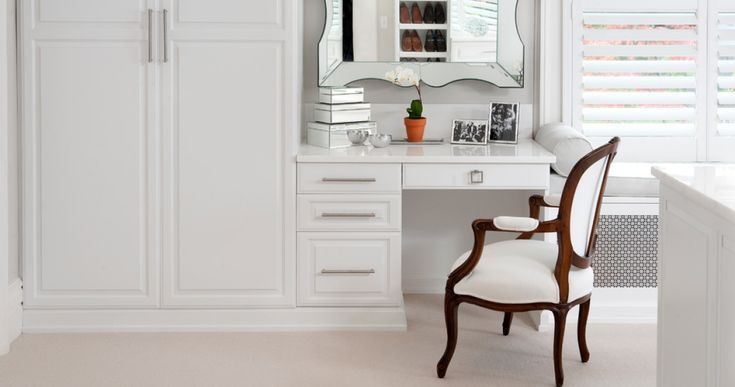 Как обустроить туалетный столик в маленькой спальне