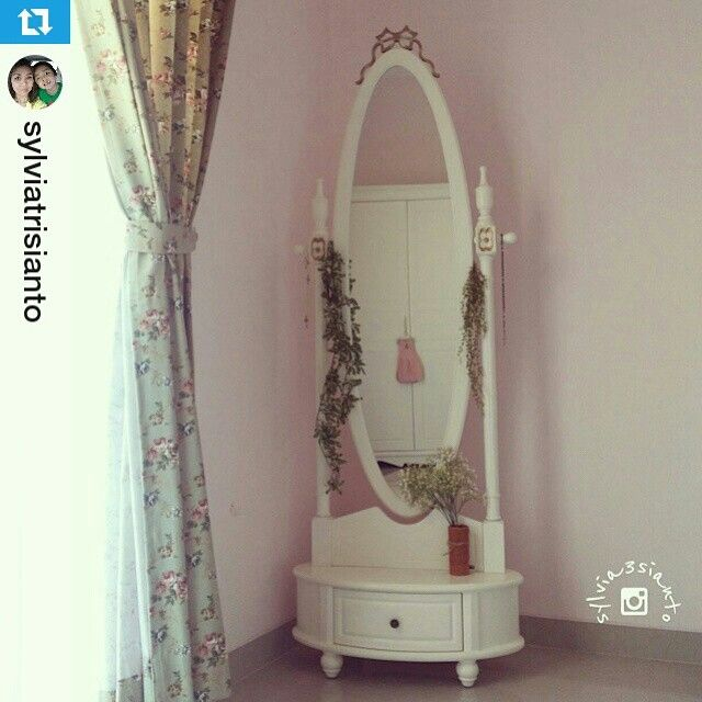 Repost from our cust. Follow our IG @unihomefurniture  In frame: Code QS-01 (Standing Mirror Queen)