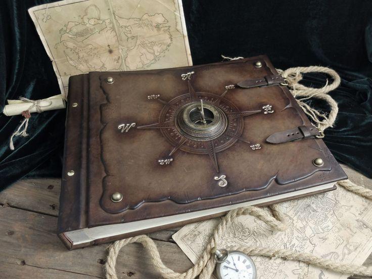 Фотоальбом с компасом и солнечными часами
