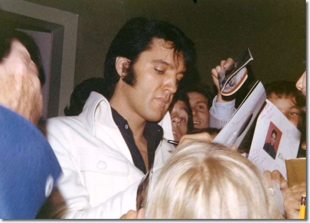 Elvis Presley : Las Vegas : August 17, 1969.taken in the lobby of the International Hotel on August 17when Elvis came for an autograph session. -